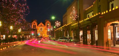 santa-fe-with-christmas-lights-new-mexico-United-States-1600×758